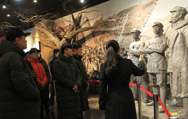 甘肃省红色文艺轻骑兵全体演员参观古浪战役纪念馆